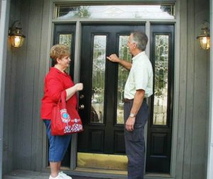 FGRS volunters knocking on a new neighbor's door